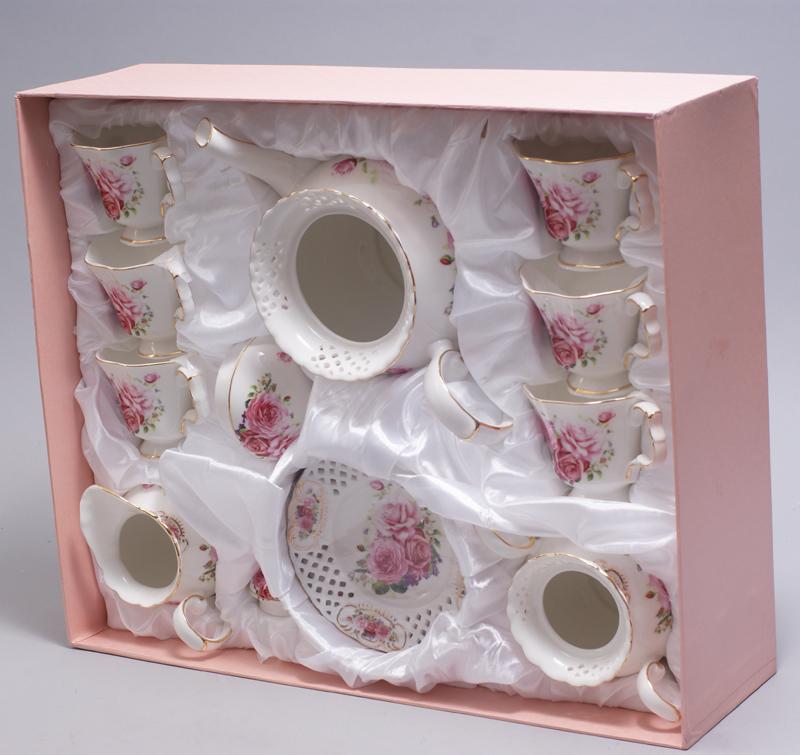"""Чайный сервиз """"Букет роз"""" 220мл 15 предметов: 6 чашек и 6 блюдец, чайник, молочник и сахарница"""