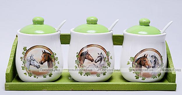 """Набор пузатых банок """"Две Лошади"""" для сыпучих продуктов с ложечками на деревянной подставке"""